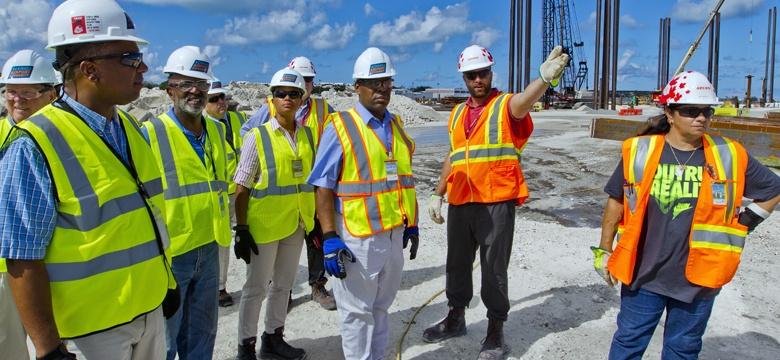 Transport Minister tours airport works 2017-08-25